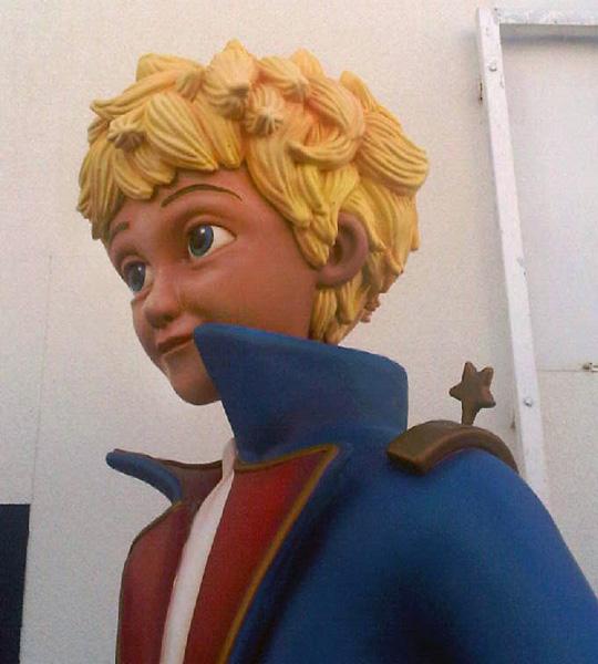 A l'entrée de l'attraction « Le Petit Prince »…