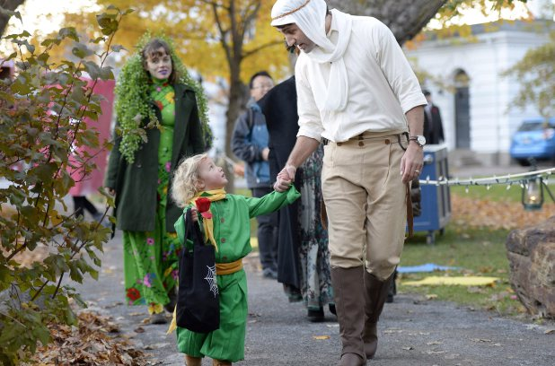 Prime Minister Justin Trudeau, dressed as the Pilot from The Little Prince, right, and his son Hadrien, dressed as the Little Prince, arrive at Rideau Hall to go trick-or-treating, on Halloween, Monday, Oct. 31, 2016 in Ottawa. THE CANADIAN PRESS/Justin Tang